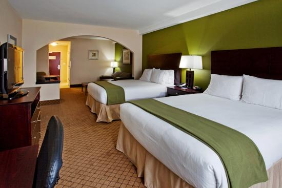 Holiday Inn Express Hotel & Suites Columbus - Fort Benning: Two Queen Suites Holiday Inn Express Columbus-Fort Benning