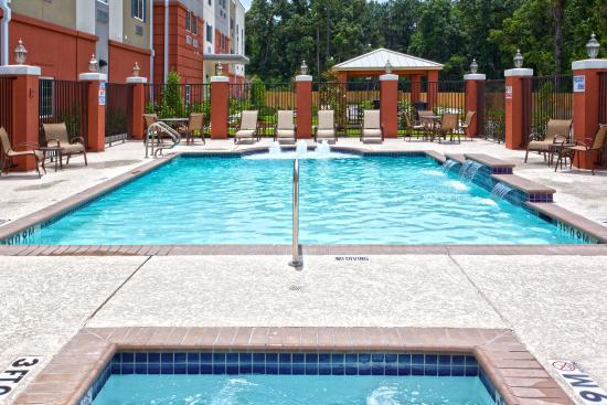 ‪‪Candlewood Suites Kingwood‬: Outdoor Pool and Spa‬