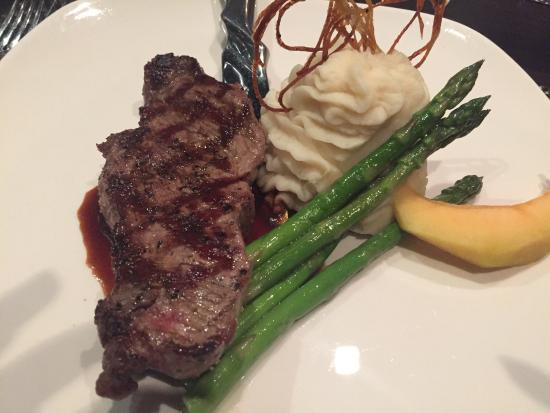 112 Restaurant and Lounge: Rack of Lamb and New York Steak