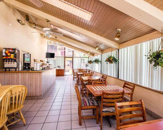 American Inn & Suites Mesa: Breakfast room