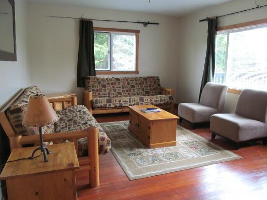 Little Beach Resort: Little Beach House living room.
