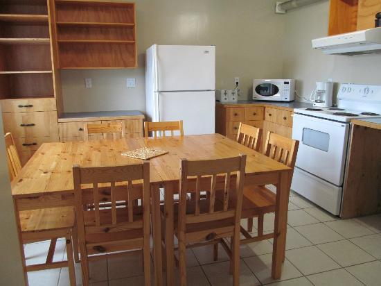 Little Beach Resort: Little Beach house kitchen