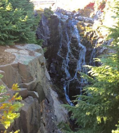 Comet Falls: Beautiful place to hike to. It is a bit of a walk but a nice paved trail up to the falls. Gettin