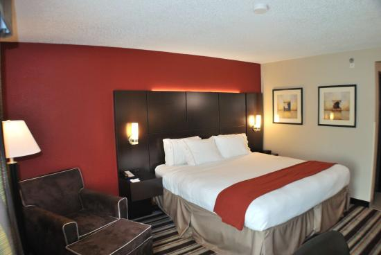 Holiday Inn Express Nashville W-I40 / Whitebridge Road: King Bed Guest Room