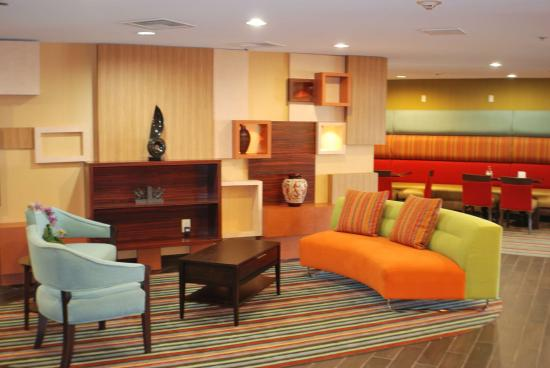 Holiday Inn Express Nashville W-I40 / Whitebridge Road: Hotel Lobby