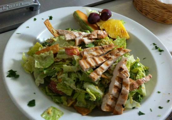 Ukiah, Калифорния: Lunch Special Salad with Grilled chicken