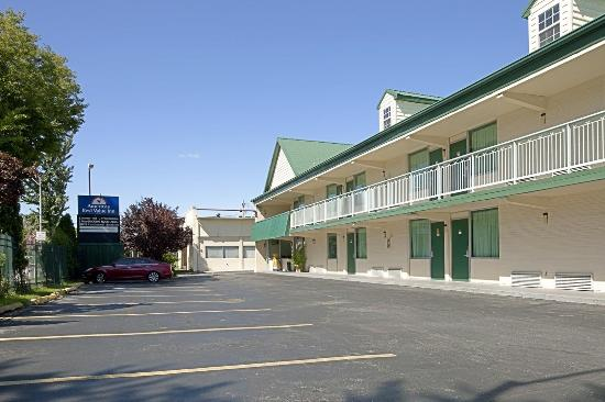 Americas Best Value Inn Pottstown: Exterior