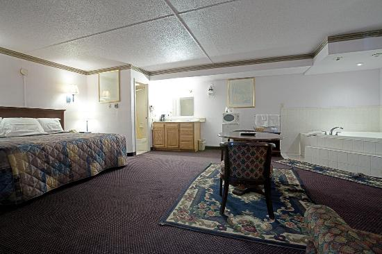 Americas Best Value Inn Pottstown: King Jacuzzi