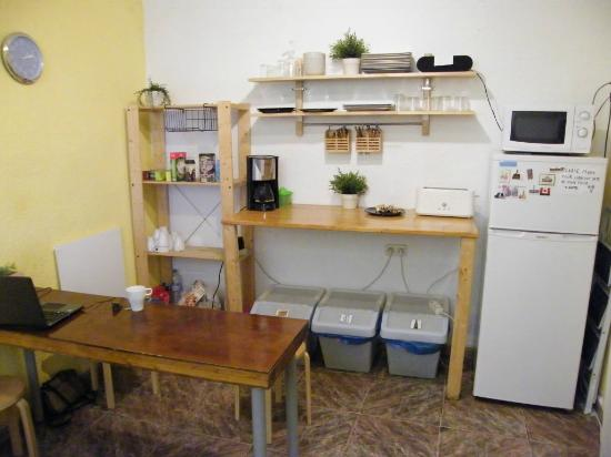 Casa Al Sur: Breakfast area/kitchen