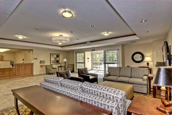 Candlewood Suites Burlington: Our warm and inviting Reception Area