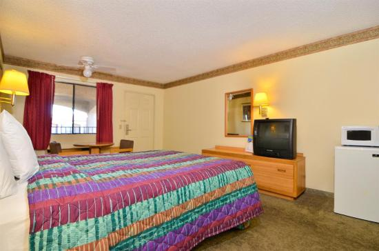 Americas Best Value Inn Hesperia: Guest Room