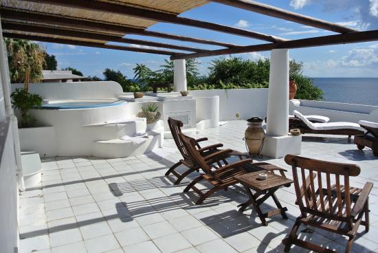 La splendida terrazza con idromassaggio e vista - Foto di Hotel ...