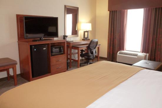 """Holiday Inn Express Hotel & Suites Paducah West: Standard King 42"""" Flat Screen TV & Two-Level Work Desk"""