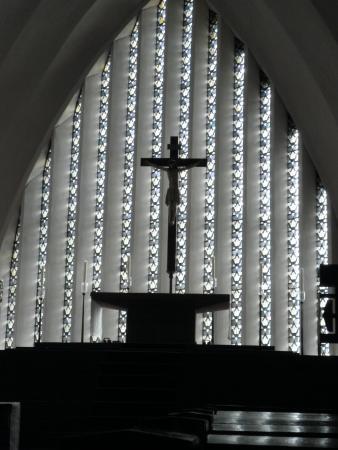 St Apollinaris: Innenansicht Fensterbereich hinter dem Altar