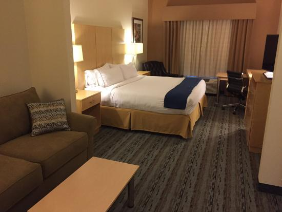 Holiday Inn Express & Suites San Antonio Brooks City Base