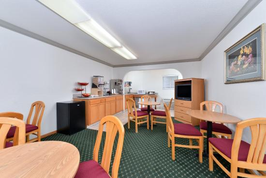 Americas Best Value Inn- Ukiah : Breakfast Area