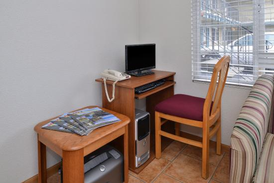 Americas Best Value Inn- Ukiah : Business Center