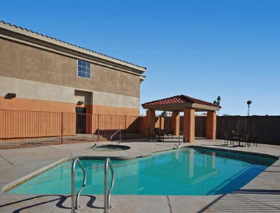 Baymont Inn & Suites Mesa Near Downtown: Pool