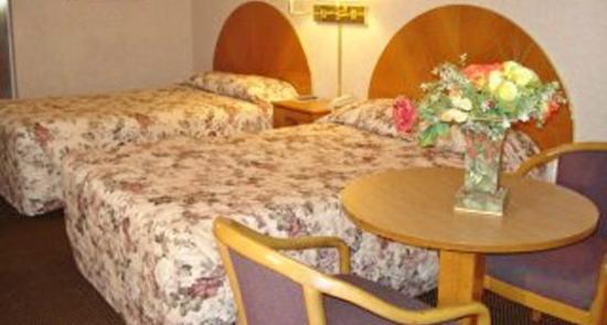 Hawkinsville, GA: Two Double Beds
