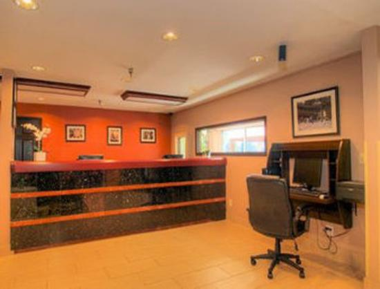 Quality Inn & Suites Medical Park: Front Desk