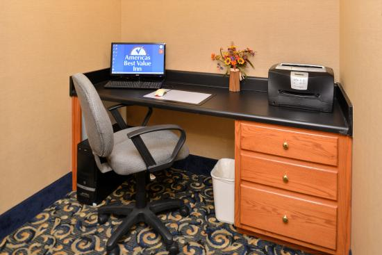Americas Best Value Inn & Suites Carrollton: Business Center