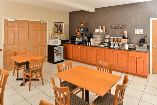 Americas Best Value Inn & Suites Carrollton: Breakfast Area