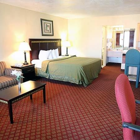 Yuma Airport Inn: room