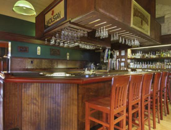 Diamond Inn: Bar-Coffee Shop-Country Oven