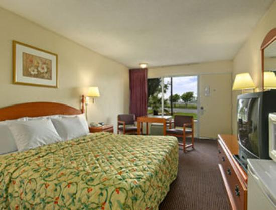 Knights Inn San Antonio Near AT&T Center: One King Bed Room