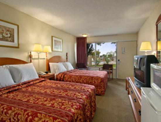 Knights Inn San Antonio Near AT&T Center: Two Double Bed Room