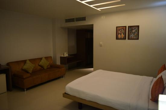 Hotel Kiranshree Portico: Inside Room