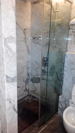 Executive Superior Room - Bath area