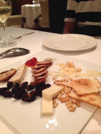 L'Estasi: チーズ盛り合わせ