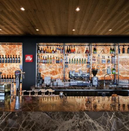 Manhattan Lounge Bar