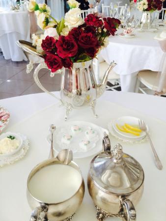 Petite & Sweet Tearoom Coffee Shoppe & Patisserie: Table setting