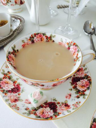 Petite & Sweet Tearoom Coffee Shoppe & Patisserie: Beautiful chai tea