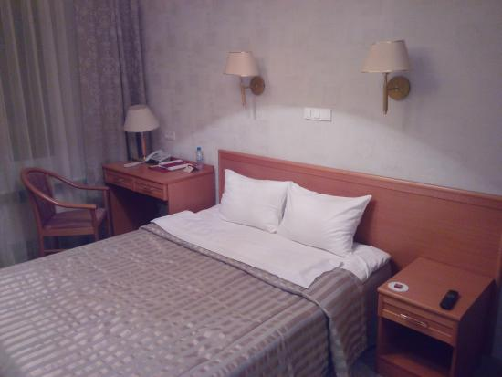 Гостиница Октябрьская: Кровать