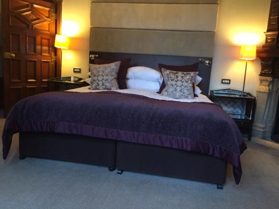 Rhinefield House Hotel: Monro suite bedrrom