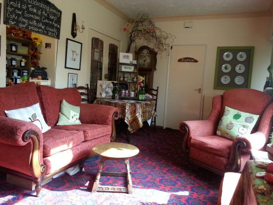 Crewkerne, UK: Comfy seating in the bar