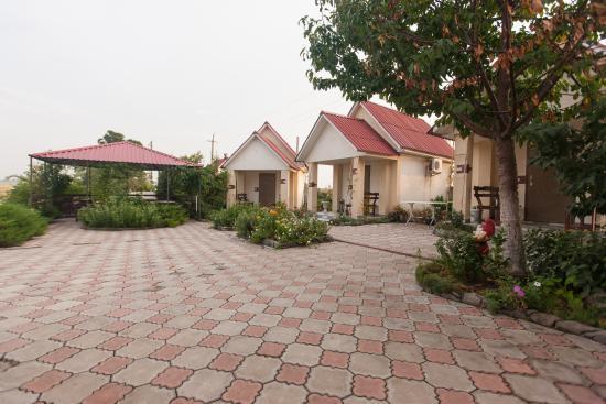 Южноукраинск, Украина: Внутренний дворик с терассой