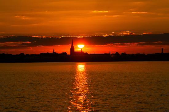 Bitterfeld, ألمانيا: Sonnenuntergang hinter Bitterfeld
