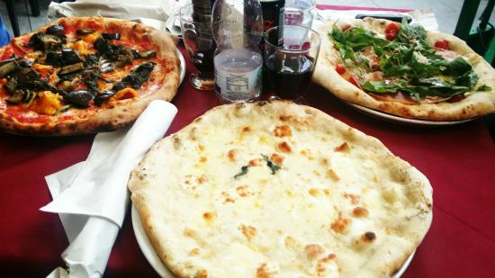 Pizzeria Luna Caprese Sas Di Luna Michelina : Pizza 4 fromages, luna caprese et poivrons/aubergines/epinards