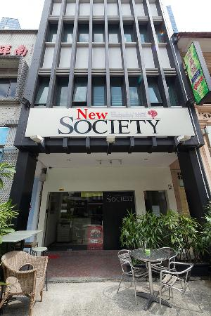 New Society Backpackers' Hotel : Hostel front view