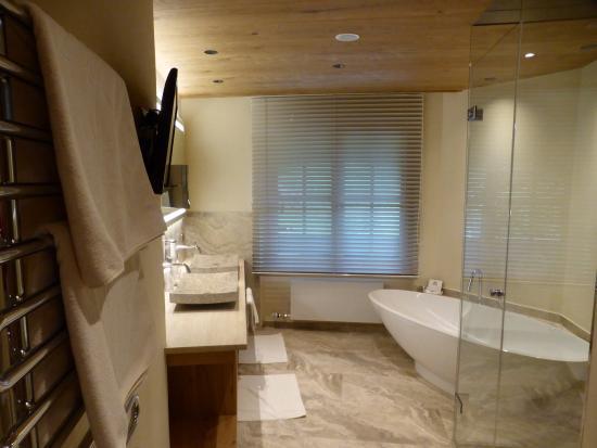 Hotel Alpin Spa Tuxerhof: Badezimmer Suite Bergfeuer Klein