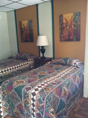 Keansburg, NJ: Holly Hill Motel Twin Room