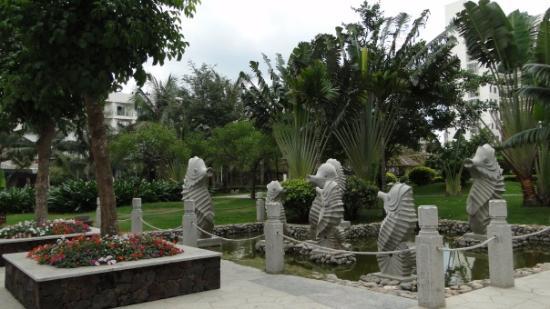 Yuhai Internationl Resort: Внутренний парк отеля Ю Хай