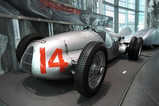 リアのダブルタイヤが印象的なアウトウニオン 1939年タイプc d picture