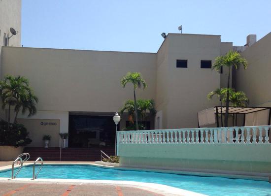 Foto de puerta del sol hotel barranquilla piscina al for Resort puertas del sol precios