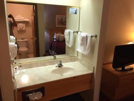 Ramada Summerset Rapid City West: Very clean and relatively comfy.