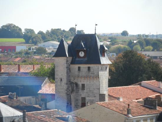 La tour de l 39 horloge de saint jean d 39 ang ly picture of - Office de tourisme saint jean d angely ...